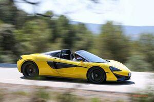 マクラーレン570Sスパイダーに試乗 フェラーリ488、ウラカンより「買い」