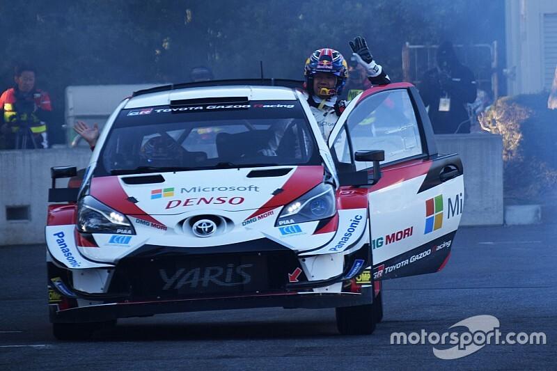 """トヨタのセバスチャン・オジェ、大迫力の""""やり過ぎ""""WRCデモランでファンを魅了"""