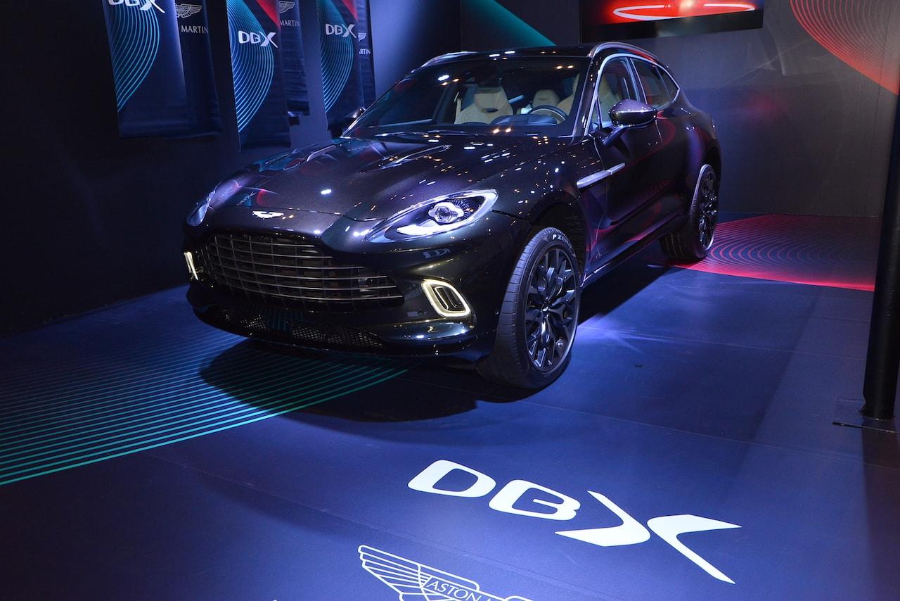 アストンマーティン初の新型SUV「DBX」を東京オートサロンで披露