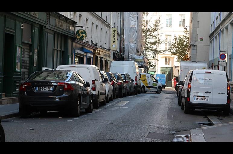 ボディはぶつけて当たり前だし洗車なんかしません パリで見たクルマの正しい使い方!?