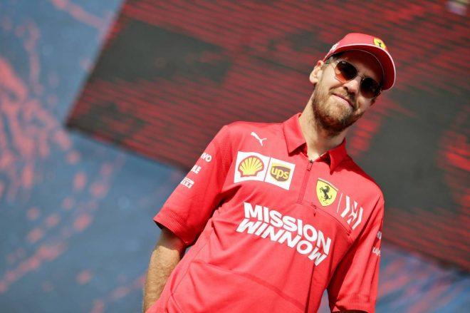 """メルセデスF1、ハミルトン&ボッタスとの交渉に専念。""""想定外の事態""""に備えてベッテルも候補のまま"""