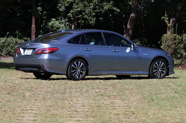 クラウンが国民車に返り咲くにはアルファードやドイツ車に勝る圧倒的な魅力が必要ではないだろうか