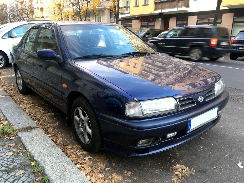 かつて「欧州車を超えた」と評された90年代の傑作セダン、日産・初代「プリメーラ」をドイツにて発見!