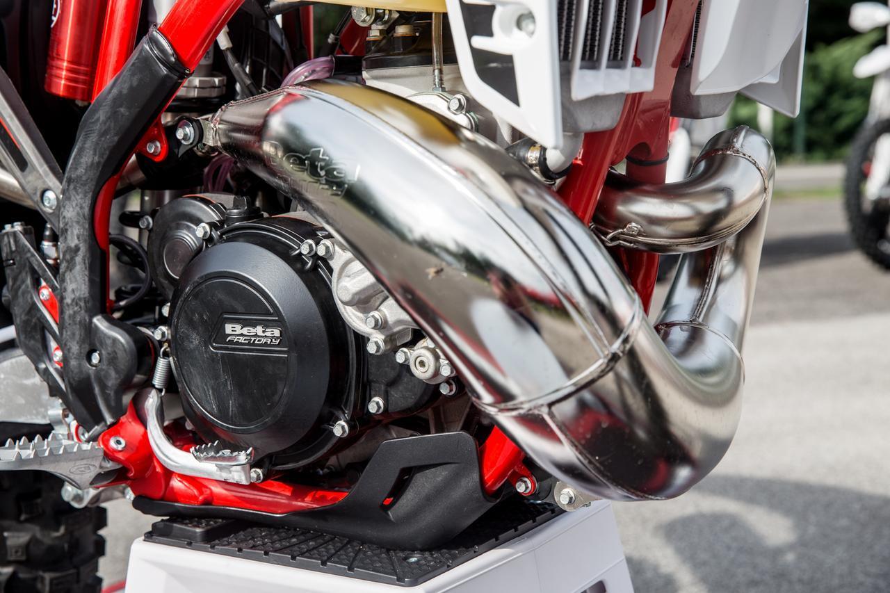 Beta新モデル徹底試乗「レーシングな、バランサーを手に入れたRR2T 250/300」