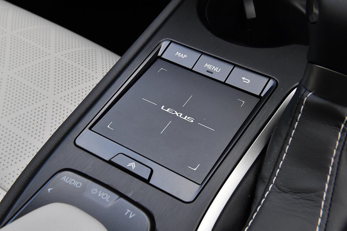 現行モデルで最もコンパクトなSUV「レクサスUX」がいよいよ日本デビュー