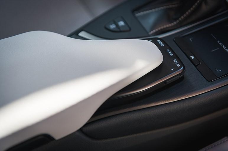 レクサス最小の新型クロスオーバーUXに初試乗。期待の走りはどうだった?