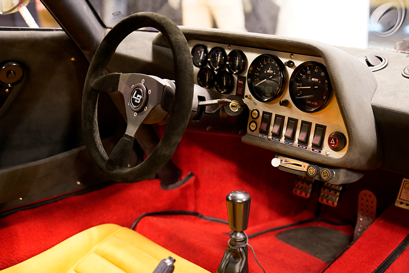 英国製レプリカ車、THE STRとAK427を日本初公開──東京墨田区にUK CLASSIC FACTORYがオープン
