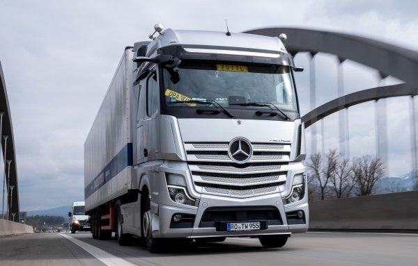 【10月 大型トラックにも自動運転搭載!】これで悲惨な高速道路の事故を減らせるか!?