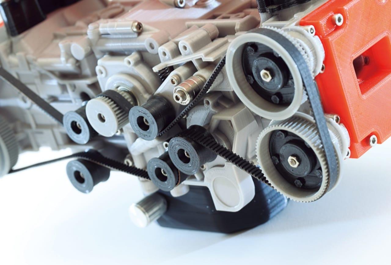 手のひらに載せて楽しめる水平対向エンジン! 1/3スケールのEJ20はモーターで動く本格派!