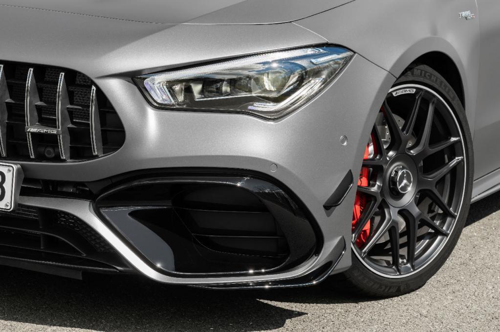 メルセデス・ベンツの新型CLAシューティングブレークにトップパフォーマンスモデルの「AMG 45」が本国デビュー!