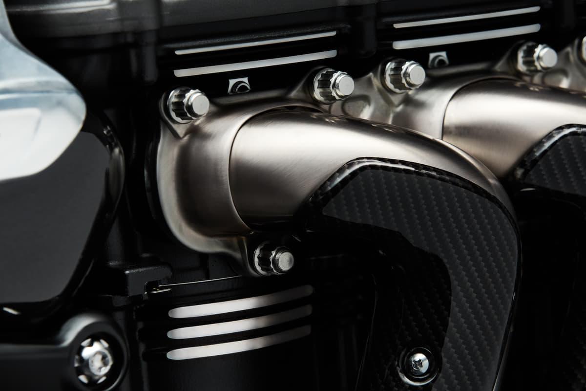 2500ccエンジン搭載のオートバイ! トライアンフ「Rocket3 TRF」が日本上陸