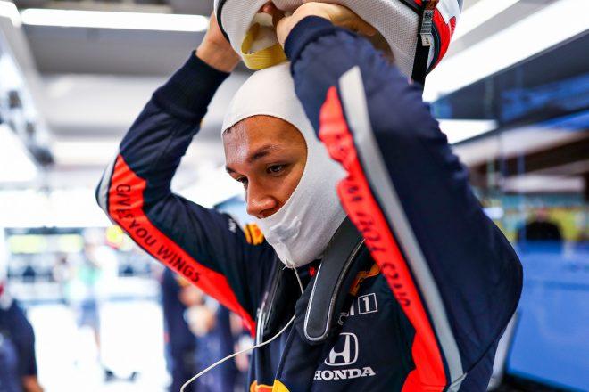 アルボン「クラッシュで少し自信を失ったが、予選までに改善し2列目を狙いたい」:レッドブル・ホンダ F1シンガポールGP