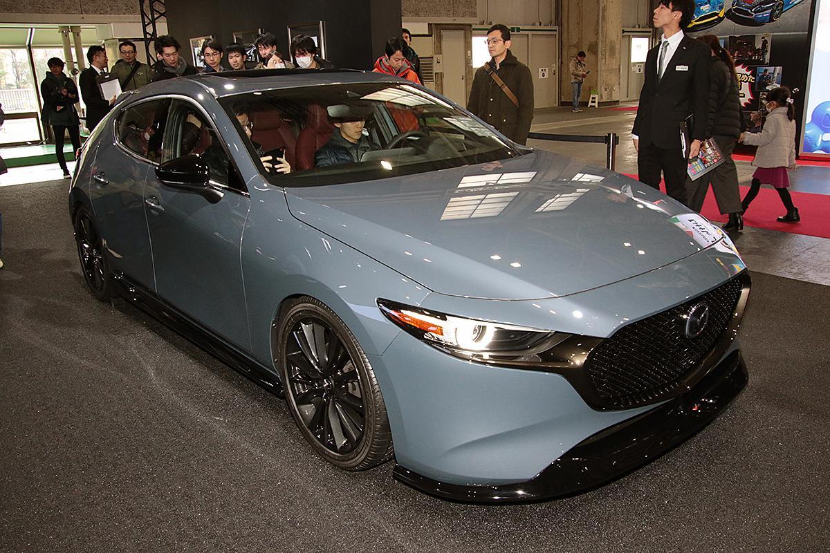 日本への導入はいつ? 大注目の新型マツダ3はカスタムスタイルで魅力を発信【大阪オートメッセ2019】