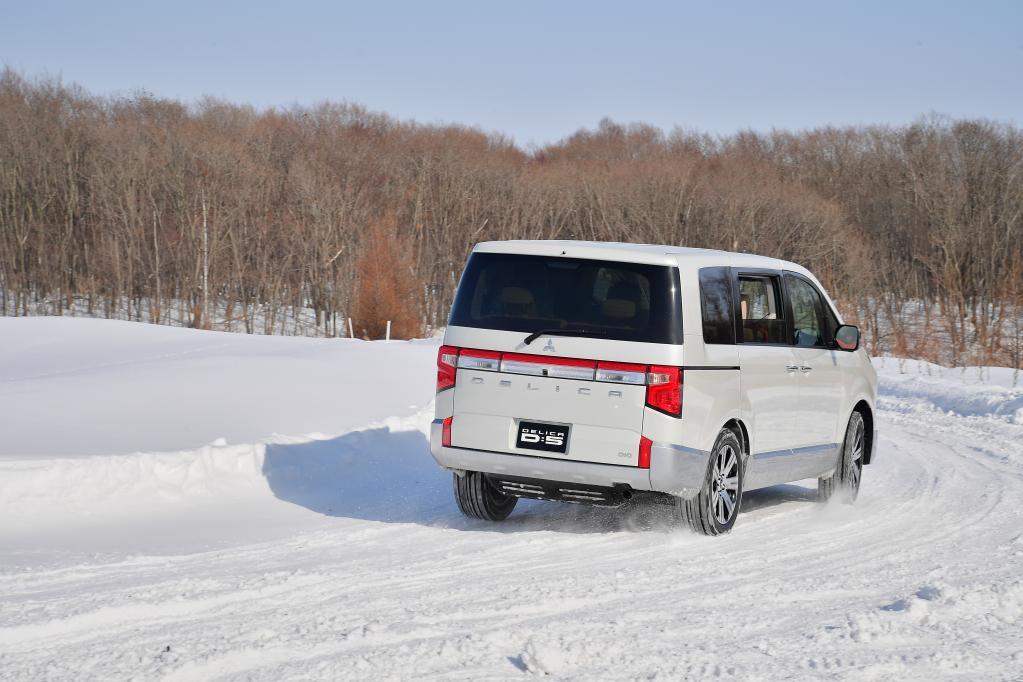 雪が降ると、俄然頼もしさが増すクルマとは?  新型デリカD:5(DELICA D:5)雪上試乗記