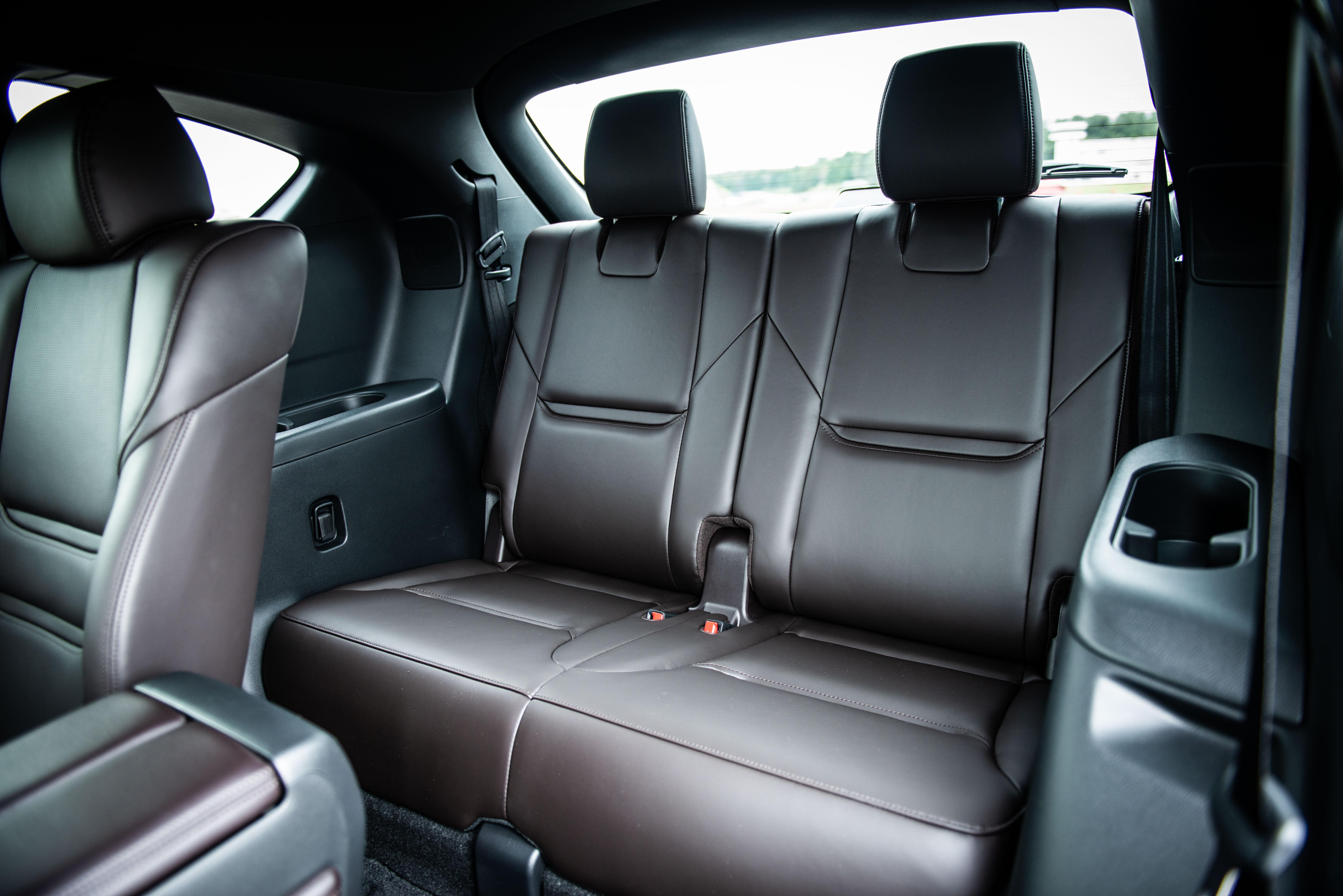 SUVのサードシートは実用的なのか? マツダ CX-8試乗記