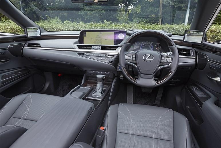 レクサス新型「ES」発売 FFの大型高級セダンが日本でどのように受け入れられるのか?