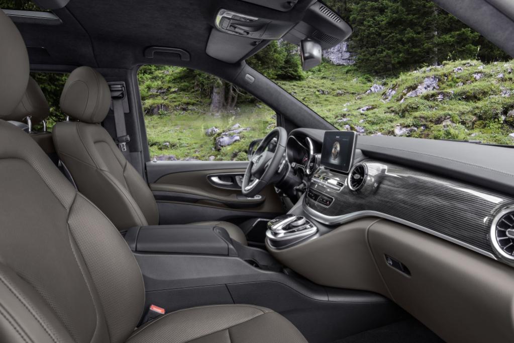 燃費性能が13%も向上した秘密は? 新型メルセデス・ベンツVクラスに搭載された新世代ディーゼルの凄い実力【ジュネーブ・モーターショー2019】