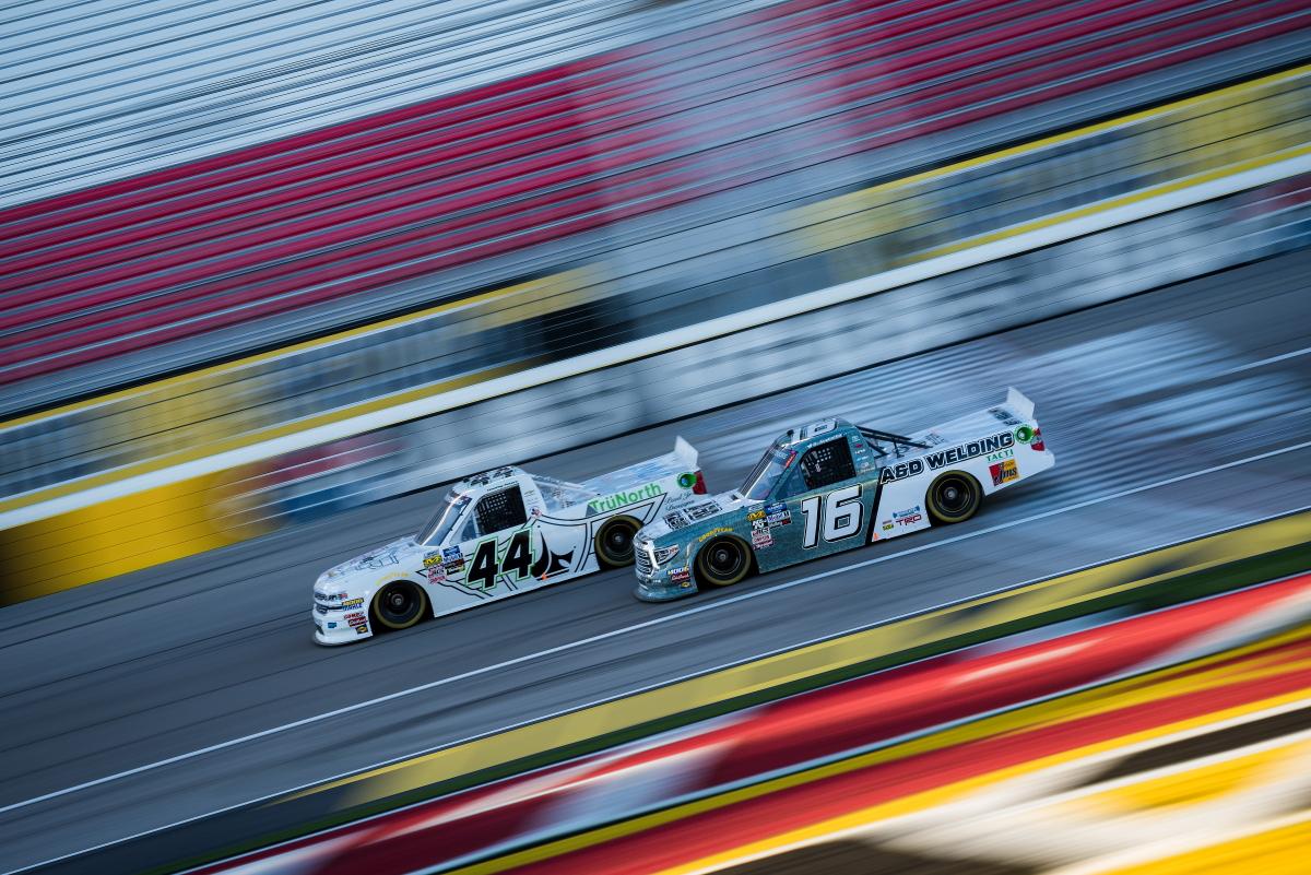 NASCARトラックシリーズ第3戦 服部監督が率いる「HREチーム」は痛恨のリタイア