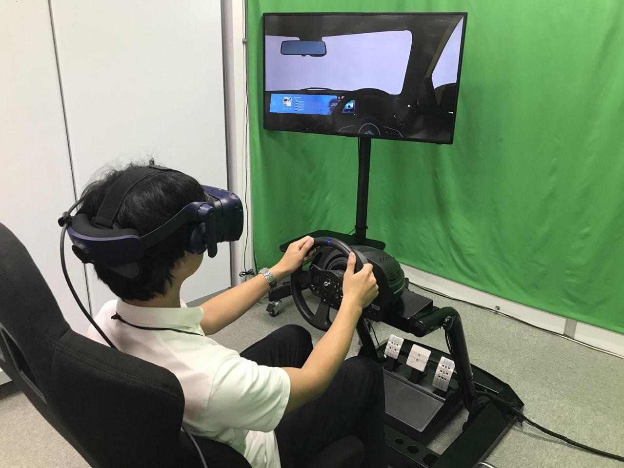 パナソニック:VRシミュレータの活用で自動車用コックピットHMIの開発を効率化