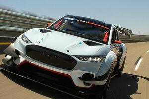 【1台限りの高性能EV】フォード・マスタング・マッハE 1400 モーター7基で1400ps