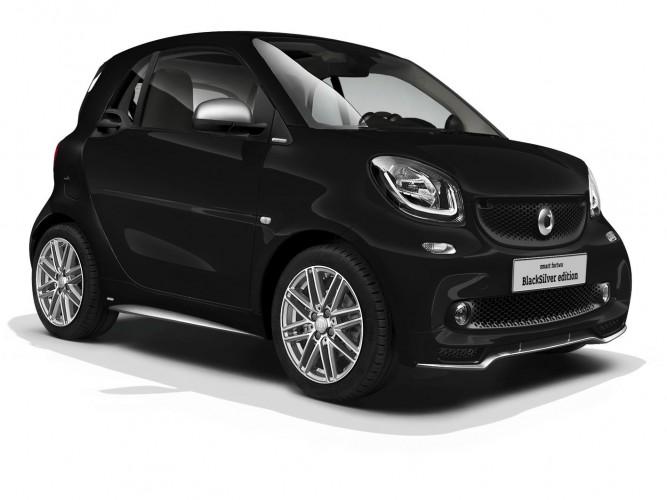 「smart fortwo」最後のガソリンモデルは黒と白を基調にしたシックな特別仕様車