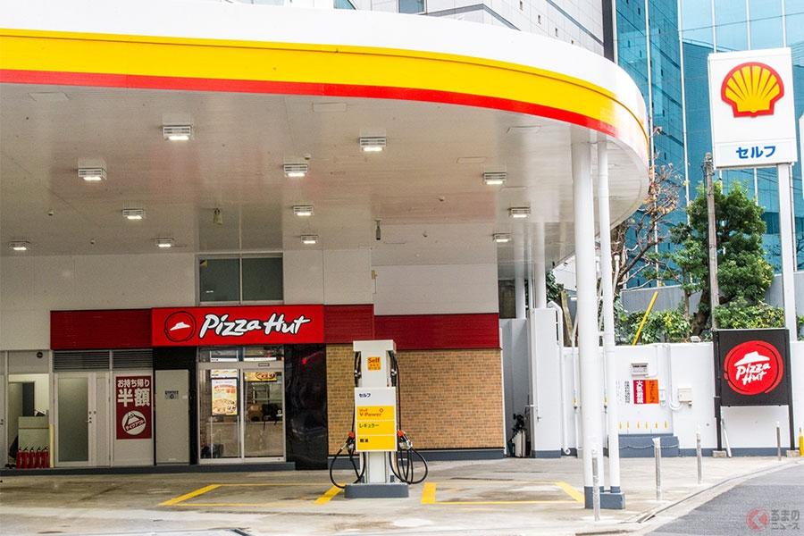 給油中に焼きたてピザが食べられる? 日本初ガソリンスタンドとピザ屋のコラボ店舗オープン