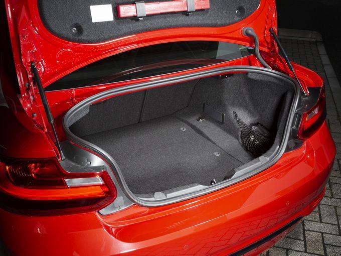 いい車なんだけどありがちな(?)BMW 3シリーズが嫌なら「2シリーズクーペ」でどうだ!