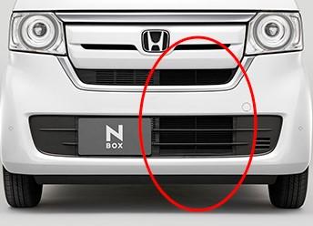 【クルマのナンバープレートは真ん中になくてもいい!?】左右に移動すると違法なのか?