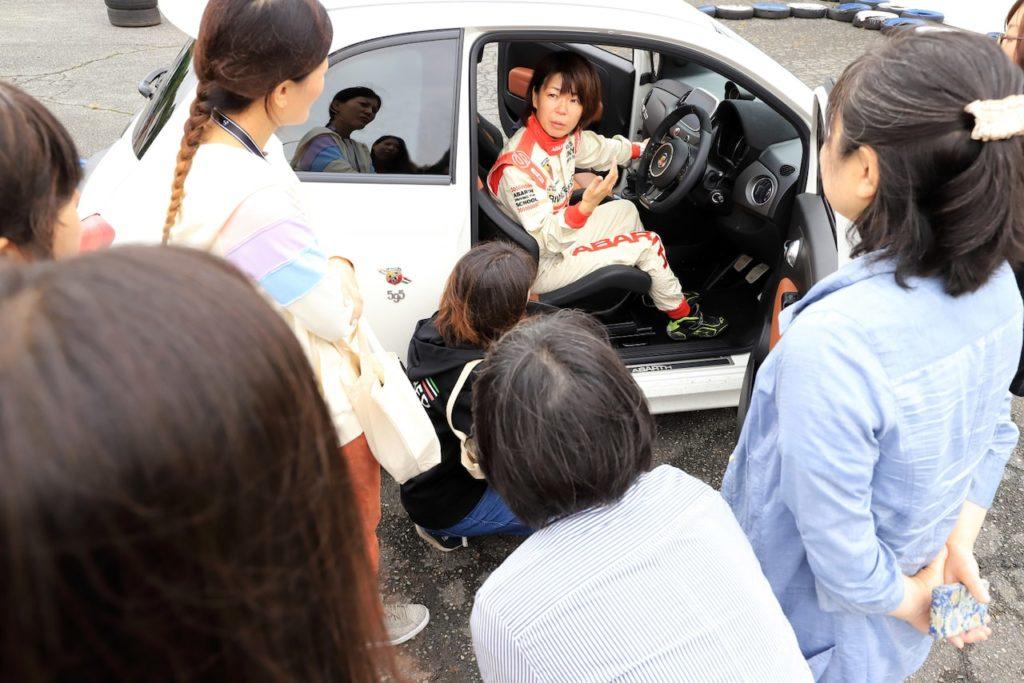 アバルトが女性による女性のためのドライビングスクールを行なう理由