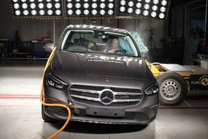 メルセデス・ベンツの新型BクラスとGLEがEuro NCAPの安全性試験で最高評価の5つ星を獲得!