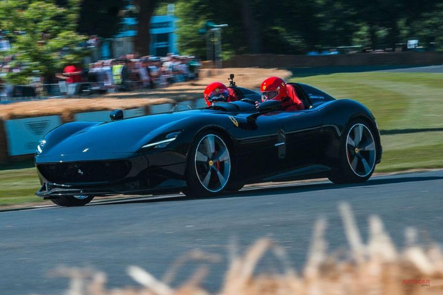 フェラーリ・モンツァSP2、約3億円か グッドウッドで試乗 812ベースのスピードスター