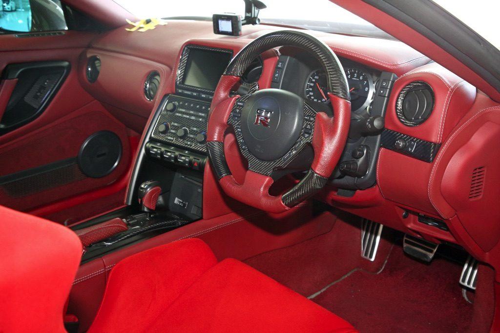 「深夜の帰宅も安心の等身大R35GT-Rブーストアップ仕様」ショップデモカーを購入して自分色に染め上げる!
