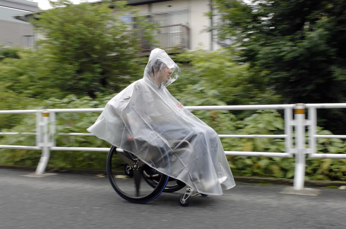 介護する人もされる人も快適に!雨の日にクルマの乗降で役立つグッズ4選