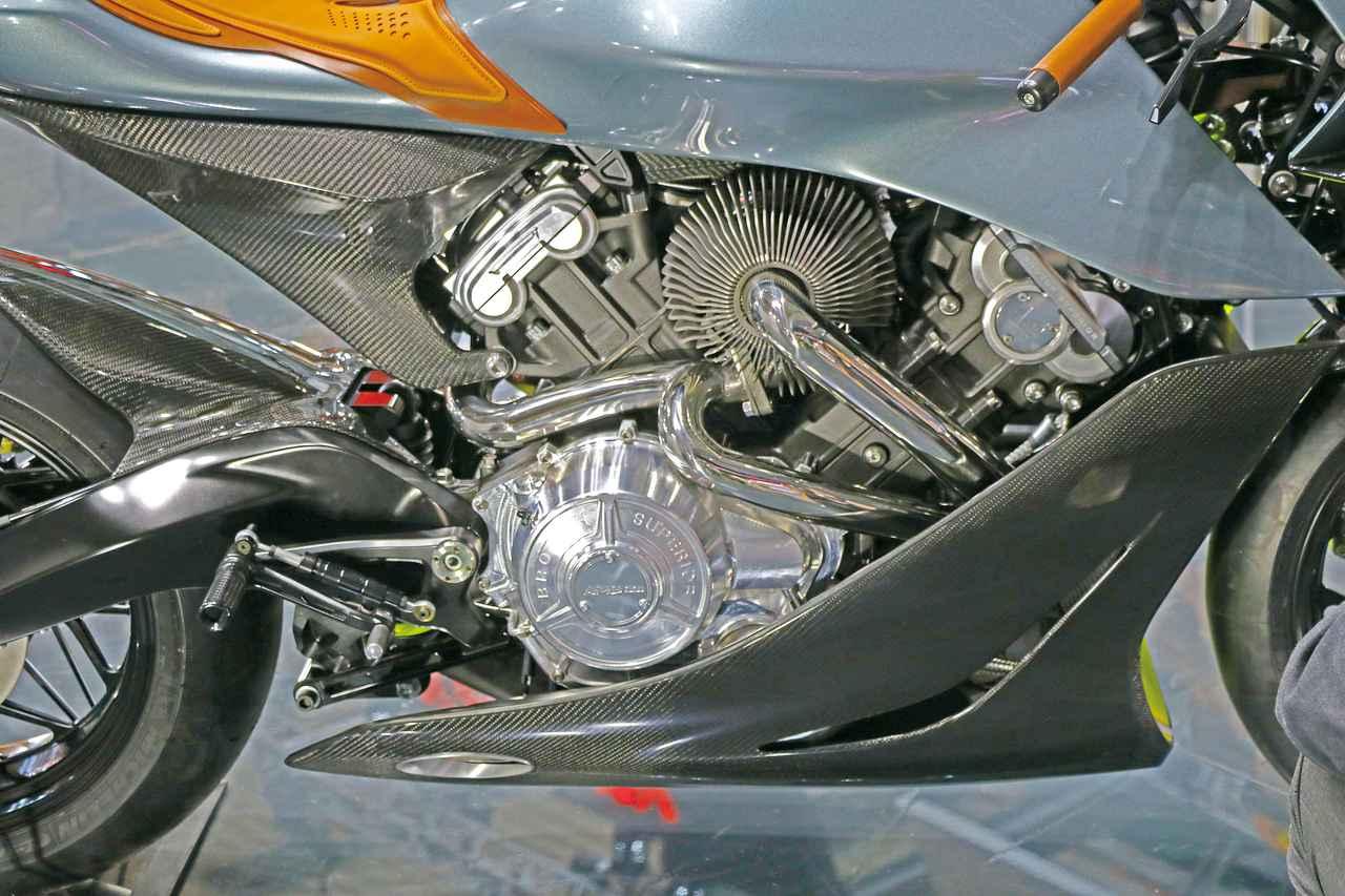 約1300万円! アストンマーティン×ブラフシューペリアという夢の英国コラボで実現したプレミアム・バイク「AMB001」を詳解