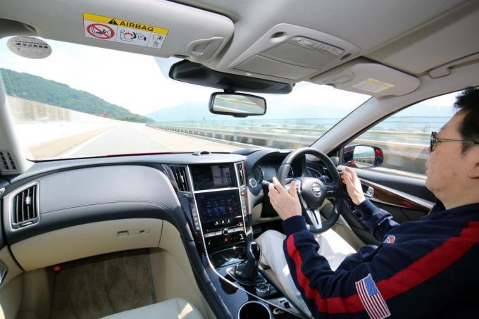 【一気にトレンドになる可能性は?】スカイラインとBMWが採用した「手放し運転」機能の採用は拡大するのか