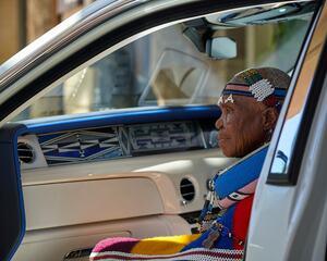 ロールス・ロイス ファントムをアフリカンアートが彩る。世界的芸術家による無二のビスポーク
