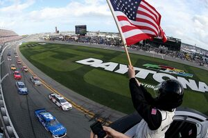NASCAR開幕戦デイトナ500ファイナルラップの大クラッシュでニューマン緊急搬送。レースはトヨタ連勝
