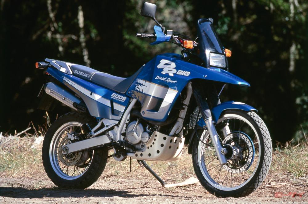 最終進化形は800cc単気筒!「砂漠の怪鳥」と呼ばれたDRビッグの走りとは【スズキDR800S試乗】