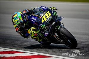 """【MotoGPコラム】変わるロッシ、変わらない""""情熱""""。常夏のセパンで見える驚異の熱意"""