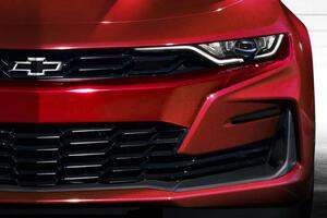 【わずか90台の限定モデルも登場!!】アメリカンスポーツカーのシボレー・カマロが早くもフロントマスクを変更!