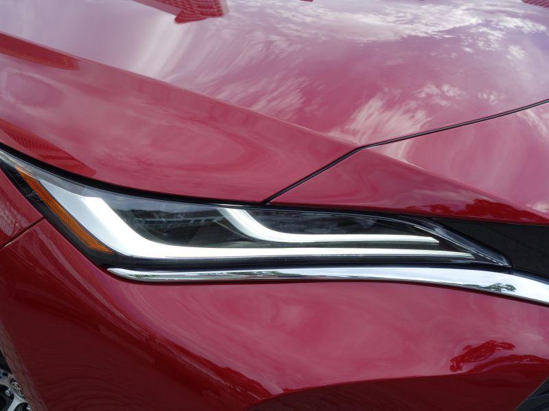1ヶ月の受注が月販販売目標の約14.5倍!トヨタの都会派クロスオーバーモデル「ハリアー」に試乗してわかった人気の秘密