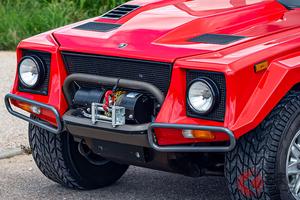 カウンタックのエンジンを搭載したSUV、ランボルギーニ「LM002」がオークションに出品!!