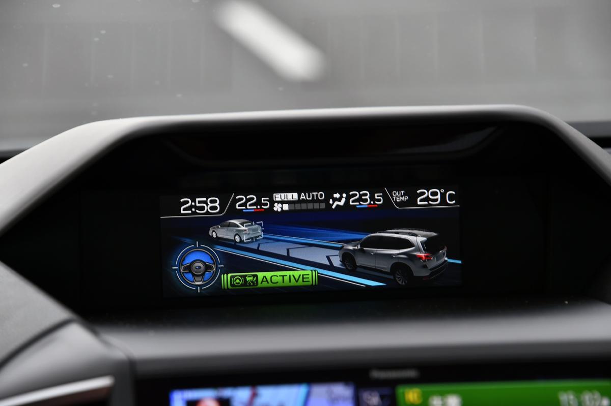 自動で車線変更やコーナーで減速するクルマも! いまもっとも自動運転に近い市販車5選