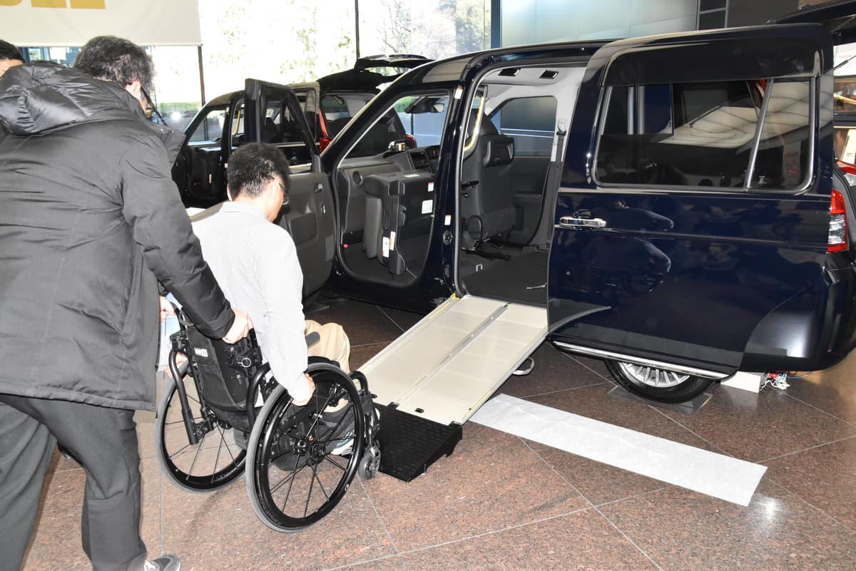 車いすでの利用しやすさを向上!トヨタJPN TAXIのスロープ改良でドライバーの負荷も軽減