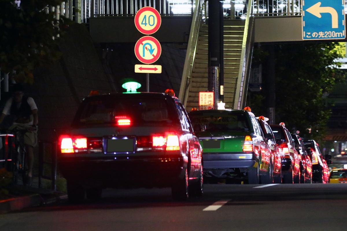 自動ドアはあるもののサービスは最高じゃない! 日本のタクシーのおもてなし度を世界基準で測る