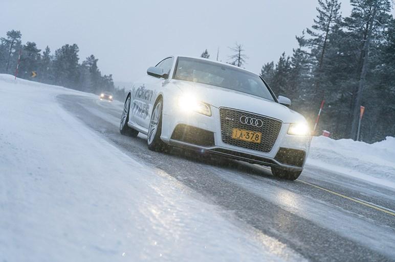 昨冬上陸のノキアンから最新スタッドレス、ハッカペリッタR3とR3 SUVをテスト