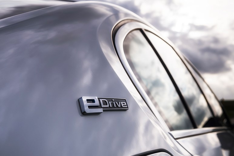 新型5シリーズのPHVは複合ボディ+EV走行で今までにない高級車感