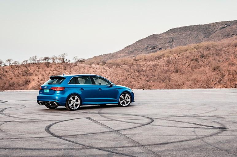 アウディ、RS3スポーツバックを発表 コンパクトボディに400psエンジン搭載