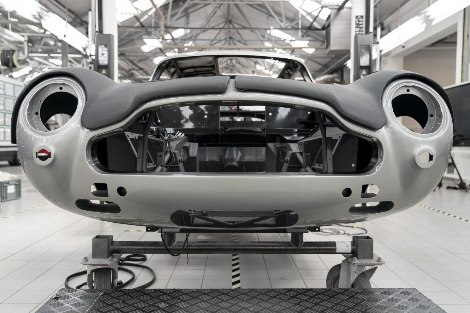 ボンドカーがそのまま蘇る! アストンマーティン DB5の新車を25台限定で生産