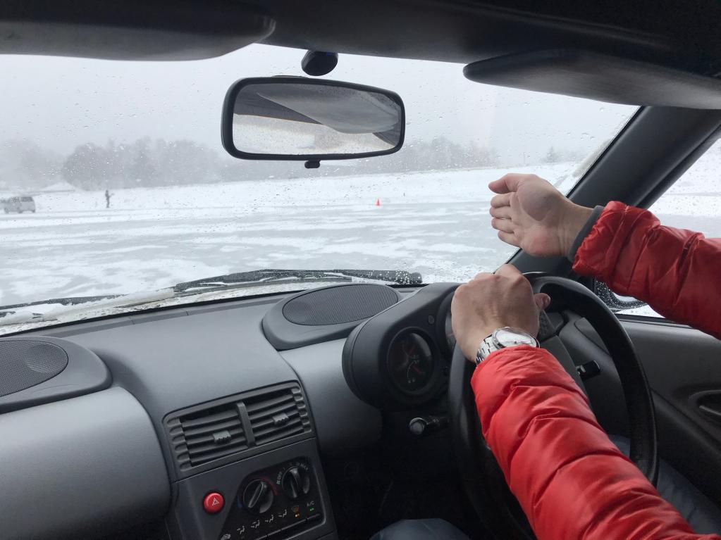 梅本まどかがカウンターを当てても安全な氷上走行会の魅力とは?